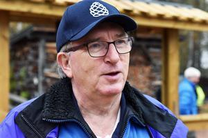 Gösta Frost, medlem i föreningen Å/F Tomtens Vänner, berättar att det finns en förhoppning att med S/S Tomten utveckla Sandön som turistmål. Där finns ett gammalt glasbruk.