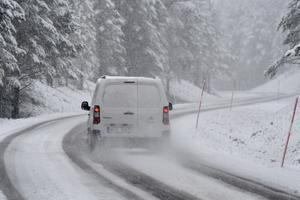 Ovanför Idre är vägarna nu täcka av snömodd.