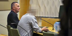 Den misstänkte 59-åringen tillsammans med sin försvarare, advokat Per Svedlund.