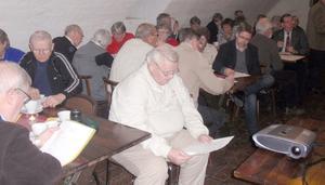 Wasakällaren på Väsby Kungsgård var fylld av medlemmar under årsmötet. Bild: Privat.
