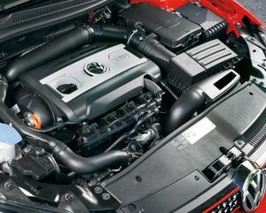 En makalös manick - den direktinsprutade 2,0-litersmotorn med turbo rymmer 210 hästar som håller sig i god form på enbart 0,74 liter bensin per mil.