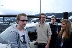 Jon Are Haukaas i glasögon äger den limousin som nyktre Nicklas Solheimstad körde til Åre.
