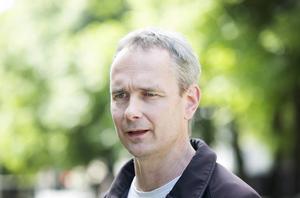 Christian Jansson, parkingenjör på Samhällsbyggnad, uppmanar folk att skärpa till sig.