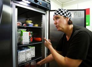 – Vi får ju inga extra pengar för att vi gör det här, utan det får vi ta från annat, säger Bodil Westman, kokerska på Robäckens förskola.