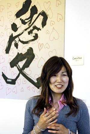 Söker stöd. Noriko Kitazumi från Japan vill att invånare i Hällefors ger sitt stöd till de katastrofdrabbade i Japan. BILD: BIRGITTA SKOGLUND