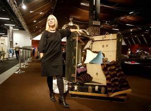 På inrednings- och designmässan Formex, berättade Svenska moderådets vd Lotta Ahlvar om vad som gäller för den som vill hänga med i det senaste. I höst och vinter ska vi ge oss ut på en resa i tid och rum.