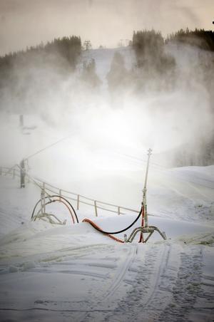 Snötillverkning är en stor post i Romme Alpins elförbrukning. Foto: Janne Eriksson, Arkivbild