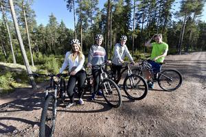 Jacquline Sellner Axberg, Insjön, Jonna Classon, Gagnef, Viktor Källermark, Falköping och Sven Lucas, Yttermalung, på äventyrsguideutbildningen fick skolkompisar att bygga en egen cykelbana på skolan.
