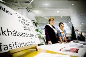 Annie-May Andersson och Lilly Norrman stod till tjänst med information.