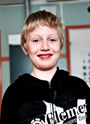 Marcus Åslund, 11 år, Aspås:– Ja, kanske det. Då skulle man få äta med kompisarna. Och så skulle man inte behöva köpa hem frukost och betala så mycket.