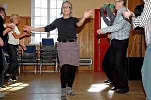 Eva Carlsson var en av dem som provade på att dansa salsa under Vitterstråk. –Det var urskoj, konstaterade hon efteråt.bild: annika nygren-berg