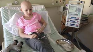 Elsa Crona har tillbringat många timmar i sjukhussängen. Hjärntumören hon har uppstår i astrocyterna, den vanligaste celltypen i hjärnan.