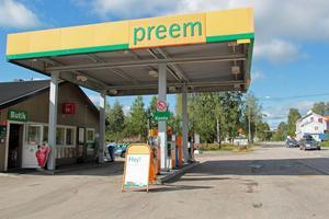 Butiksdelen på macken i Kårböle kan försvinna om ingen tar över efter nyår.