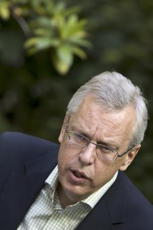 Papperskorgen. Mats Odell (kd) och den övriga regeringen vill inte ha någon indelning av landet i stora regioner.
