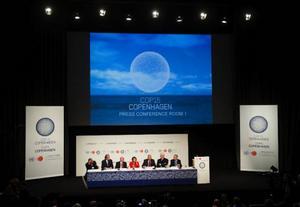 Det stora klimatmötet i Köpenhamn blev en besvikelse, och nu ställer debattören frågan om det kommer att göra att världens engagemang för klimathotet ökar eller minskar under 2010.Foto: scanpix