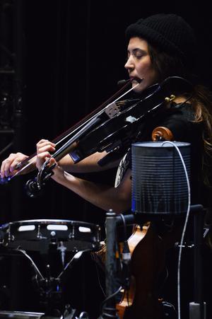 Många instrument ska testas och stämmas inför veckans första show.