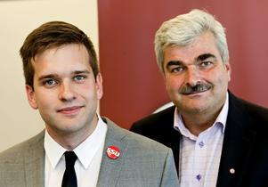 Gabriel Wikström, förbundsordförande, och S partiledare Håkan Juholt då SSU:s nyvalda förbundsledning presenterades vid en pressträff på SSU:s pågående kongress i Stockholm på onsdagen.