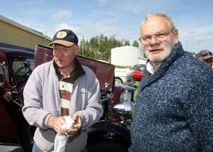 John Nordgren, Norrala, och Björn Dubois, Kilafors, delar intresset för gamla bilar.