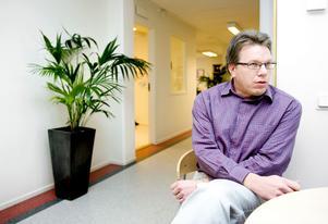 Patrik Sveder är en av de som sagts upp. På måndag ska han infinna sig i Stenungsund. Facket ifrågasätter företagets agerande och försöker stoppa planerna.