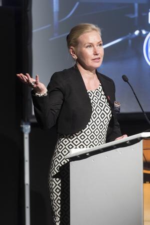 Infrastrukturminister Anna Johansson invigde.