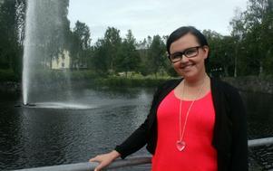 Jennifer Andersson, föreningens ansvariga för kommunikation och ny media berättar om Modos hockeymuseum.