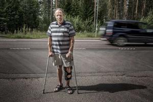 Gunnar Bruhn på platsen norr om Mellstabron där han var inblandad i en olycka dagen före midsommar 2014.