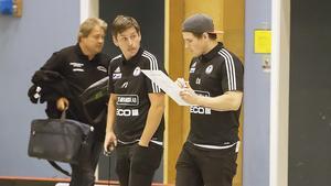 Per-Olstränarna Per Johansson och Niclas Österberg har del att fundera på.