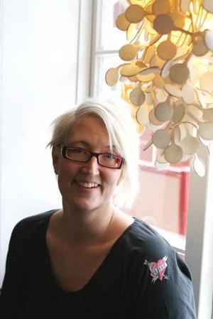Catharina Östlund startar sin butik på Laxön med miljövänliga varor i massor.