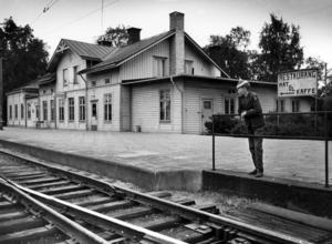 Tågen ska åter stanna i Tillberga.  Så här såg stationen ut i juni 1959.