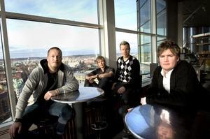 Arvingarna har blivit rutinerade dansbandsmusiker. Från vänster Tommy Carlsson, Kim Carlsson, Casper Janebrink och Lars Larsson.
