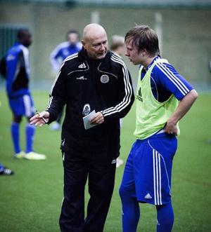 Förre GIF Sundsvalltränaren Sören Åkeby pratar med AIF-förvärvet Christoffer Milde.Foto: JENS NÄSMAN/Arkiv