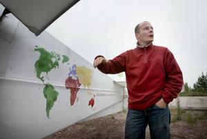 Jorden runt. Thierry Duchesnes flygande jorden-runt-expedition ska pågå i två år. Efter att ha sett Europa tar han sedan ut riktningen mot Afrika. Foto:Peter Ohlsson