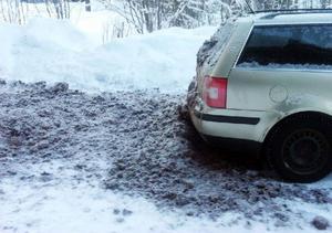 Foto: PrivatNär mannen inte betalade en räkning så dumpades hästskit på hans och på hans bil.