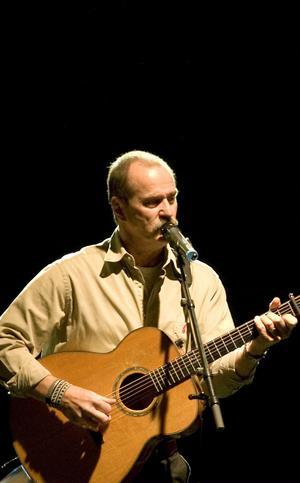 Janne Krantz sjöng Av längtan till dig, hans melodi som textsatts av Åsa Jinder.