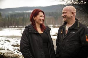 Kärleken blossar mellan Åsa Ekbrink och Andreas Malmquist.