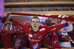 Något rödblått drag blir det knappast i Göransson Arena på fredagnatt. Red Farmers ställde in supporterbussen, då knappt någon ville åka.