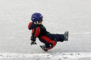 På hal is. Skridskoåkning, ponnyridning, bowling, smide...ja, det finns mycket att välja på för sportlovslediga i Sandviken.