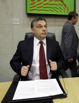 Makthungrig. Ungerns premiärminister Victor Orbán har efter en jordskredsseger fått kritik för att genom ett batteri av åtgärder underminera demokratin och stärka det egna partiets grepp över landet.foto: scanpix