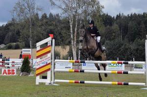 D-ponnyryttaren Anna Staaf, Timrå hästsportförening, knep segern i sista klassen på sin d-ponny Munsboro Nicholson.
