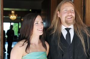 Kvällens värdpar, Magnus Bolinder och Johanna Björklund. Till vardags är de lärare på Hälsingegymnasiet.