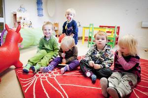Full fart på leken är det igen för förskolebarnen i Sunnansjö, men nu i temporära lokaler i Solgärdet.