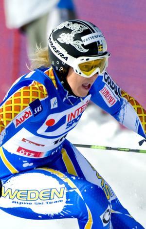Anja Pärson körde ur i tisdagens alpina VM-premiär, super-G-loppet i franska Val d'Isère.