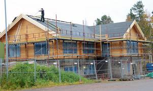 Sixten Jernbergs museum i Limedsforsen tar form och har nu kommit under tak, ett timmerhus på hela 350 kvadratmeter.