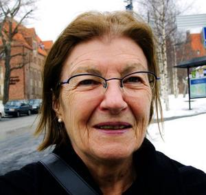 Marianne Karlsson, 70, Ljungbyhed:– Ja, vi ville vara solidariska. Jag är på besök hos min dotter och vi släckte lamporna. I stället tände vi stearinljus och spelade kort.