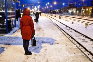 Lång väntan. I Västerås får man vänta länge på tågen som är klart mer försenade än genomsnittet.
