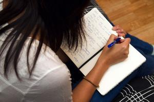 Annas självkänsla blev mycket låg och hennes osäkerhet tog över mer och mer. Att skriva dagbok blev en stor hjälp för henne.
