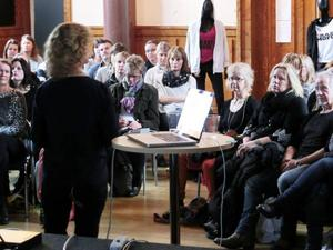 Mona Hedströms föreläsning om hur vi skapar tillit i relationen till barnen var välbesökt under föräldramässan.