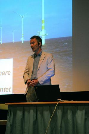 Lars Thomsson, nationell vindkraftssamordnare, fick flera frågor om hur han kunde jämföra Gotland med Vansbro och hade lite svårt att ge några konkreta svar.