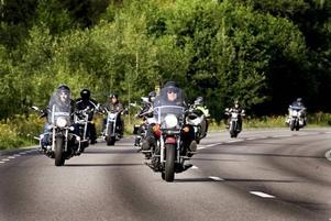MOT FIKAT. I tisdags åkte tio medlemmar från Vulcan Riders till Storvik för att fika. Veckan innan besökte de Laxön, Älvkarleby.
