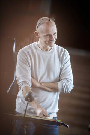 Nicklas Strandberg är organist i Östersunds församling och körledare för Motettkören i Östersund.